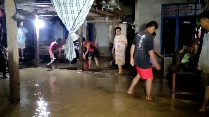 Banjir Mulai Surut, Warga Matakali Polman Masih Mengungsi