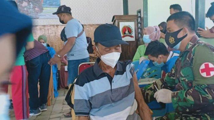 Ribuan Warga Polman Antusias Ikuti Vaksinasi di Baruga Mammesa Kodim