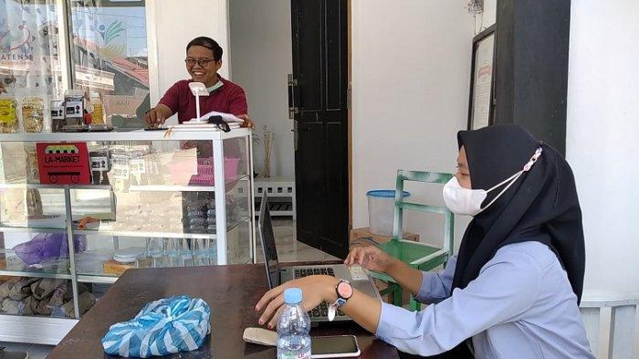 Yamando Bantu Lansia Polman Pasarkan Jualan Lewat Aplikasi