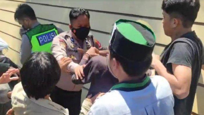 Demo Tolak Videotron Majene, Mahasiswa dan Aparat Kepolisian Saling Pukul