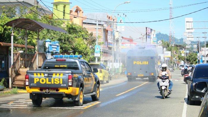 Gunakan Mobil Water Cannon, Polresta Mamuju Sebar Cairan Disinfektan di Seluruh Kota