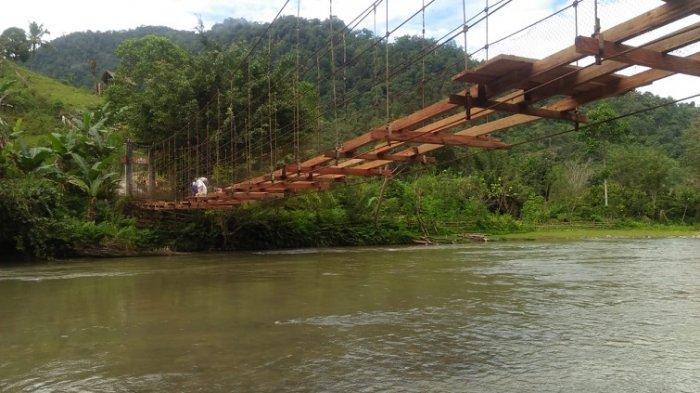 Kalla Group Bantu Perbaikan Jembatan Pamoseang Mamasa Sempat Viral