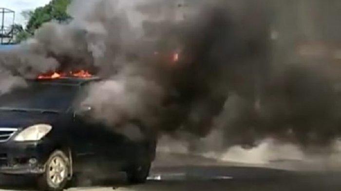 BREAKING NEWS: Mobil Mini Bus Terbakar di SPBU Topoyo Mamuju Tengah