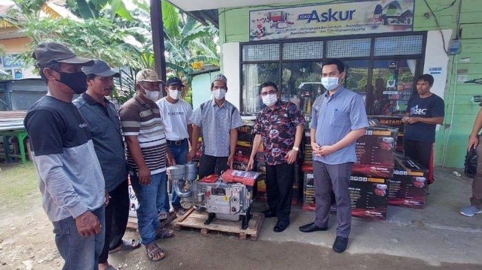 Pemkab Majene Serahkan 50 Unit Mesin Ketinting untuk Kelompok Nelayan di 4 Kecamatan
