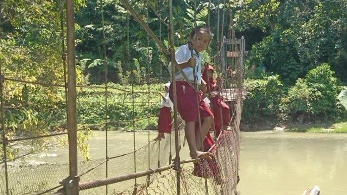 Viral Anak SD di Mamasa Gelantungan Lewati Jembatan Rusak, Kadis PUPR: Kita Perbaiki Secepatnya