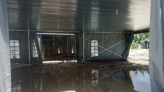 Paving Blok Dibongkar, Ruang Perawatan Tenda Darurat RSUD Regional Becek Tergenang