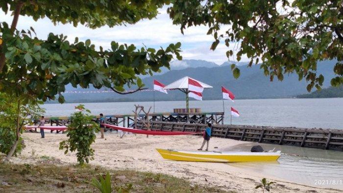 Pecinta Alam Sandeq Polman Kibarkan Bendera 76 Meter di Pulau Gusung Toraja
