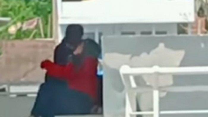 Warga Mamasa Dihebohkan Video Sepasang Remaja Ciuman di Tribun Lapangan