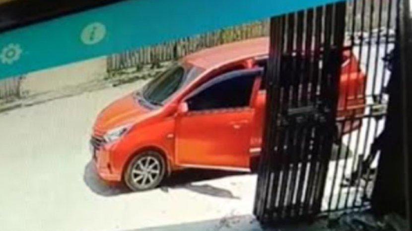 Mobil-pelaku-pencurian-tabung-gas-terekam-CCTV.jpg