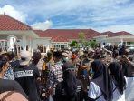 Aksi-demo-Ratusan-masyarakat-yang-tergabung-dalam-Koalisi-Masyarakat-Sipil-KMS.jpg