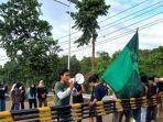 HMI-Cabang-Manakarra-Unjuk-rasa-di-Mapolda-Sulbar-Jumat-8102021.jpg