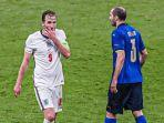 Harry-Kane-dan-Giorgio-Chiellini-di-final-UEFA-EURO-2020-antara-Italia-vs-Inggris-yang-dihelat.jpg