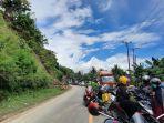 Kemacetan-panjang-yang-terjadi-di-Jl-Trans-Sulawesi-Minggu-1292021.jpg