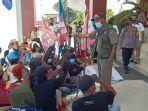 Kepala-Satuan-Polisi-Pamong-Praja-Kasatpol-PP-Kabupaten-Mamasa-Sulawesi-Barat-Welem.jpg