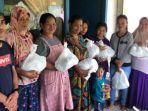 Komunitas-Rekap-Baca-saat-menyalurkan-donasi-bantuan-ke-Marano.jpg