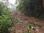Longsor-menutup-akses-penghubung-Desa-Salubanua-Kecamatan-Mambi-Mamasa-Sulbar.jpg