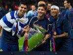 Luis-Suarez-Lionel-Messi-dan-Neymar-berpose-dengan-trofi-juara-Liga-Champions.jpg