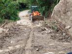Material-longsor-sudah-dibersihkan-akses-jalan-di-Kecamatan-Ulumanda-Majene.jpg