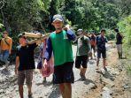 Pasien-di-Kecamatan-Ulumanda-Kabupaten-Majene-Sulawesi.jpg