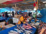 Penjual-Ikan-di-Pasar-Baru-Mamuju-Jl-Abdul-Syakur-Mamuju-Sulawesi-Barat-Sulbar.jpg