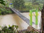 Perbaikan-jembatan-gantung-dilakukan-PT-Bumi-Karsa-bersama-masyarakat.jpg