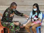 Personel-Kodim-1428Mamasa-memeriksa-kesehatan-masyarakat-secara-gratis-di-lokus-TMMD-Desa-Banea.jpg
