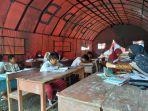 Proses-belajar-mengajar-di-bawah-tenda-BNPB-di-Sd-Inpres-Salupangi-Selasa-2192021.jpg