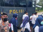 Ratusan-siswa-dan-santri-di-Kabupaten-Polewali-Mandar-Polman-Sulawesi-Barat.jpg