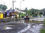 Ruas-jalan-di-depan-Kantor-Bupati-Mamuju-Jl-Soekarno-Hatta-rusak-dan-tak-kunjung-diperbaiki.jpg