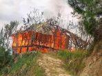 Rumah-Milik-Deppabala-warga-Dusun-Sirope-Desa-Pebassian-Mamasa-yang-kebakaran-siang-tadi.jpg