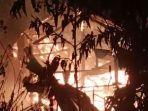 Rumah-kakek-Dellu-warga-Desa-Mabulilling-dilalap-api.jpg