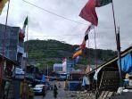 Sejumlah-bendera-beberapa-negara-di-pasang-depan-rumah-warga-di-Desa-Pambusuang-Jelang-Euro-2021.jpg