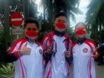 Tiga-atlet-Indonesia-asal-pulau-Sulawesi-foto-bersama-di-halaman-Istana-Bogor.jpg