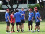 Tim-pelatih-PSM-Makassar-yang-dipimpin-langsung-oleh-Pelatih-Milomir-Seslija.jpg