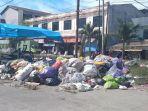 Tumpukan-sampah-di-jalan-Padi-Unggul-Pasar-Wonomulyo-Polman.jpg