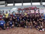 sesi-foto-bersama-pemain-akademi-PSM-Makassar-setelah-selesai-latihan-di-stadion-Manakarra-Mamuju.jpg