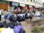 warga-dan-pemerintah-Kecamatan-Wonomulyo-gotong-royong-bersihkan-sampah.jpg