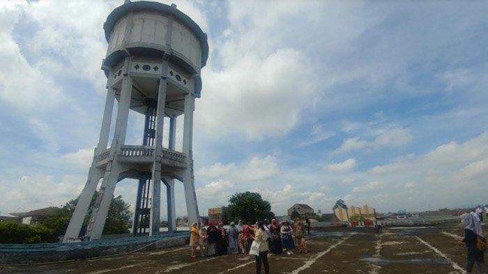 Tandon air raksasa di Pasar Tanjung Jember jadi destinasi wisata