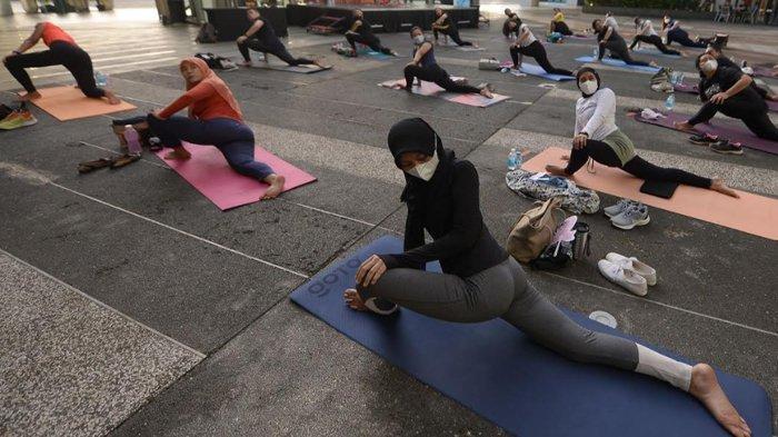 Novotel Samator Surabaya Timur Gelar Yoga dengan View Sunset