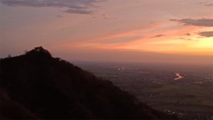 Melarikan Diri dari Pandemi Dengan Mendaki Bukit Watu Bengkah di Kediri