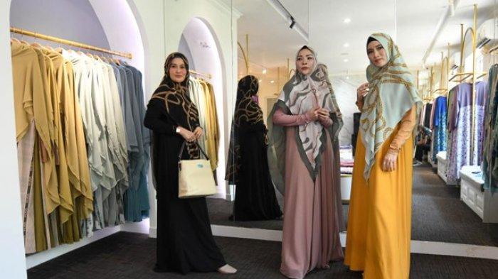 Warna Agak Ngejreng Dan Pemakaian Swarovsky Disuka Muslimah Surabaya