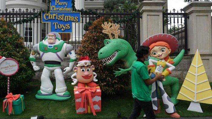 Sambut Natal dan Tahun Baru 2021, Warga Perumahan Graha Family Surabaya Bikin Hiasan ala Disney