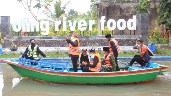 Festival Oling di Banyuwangi Tawarkan Sensasi Makan Sidat di Tepi Sungai Jernih