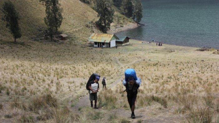 Mengenal Jenis-jenis Porter yang Jasanya Bisa Dipakai Saat Pendakian Gunung Semeru
