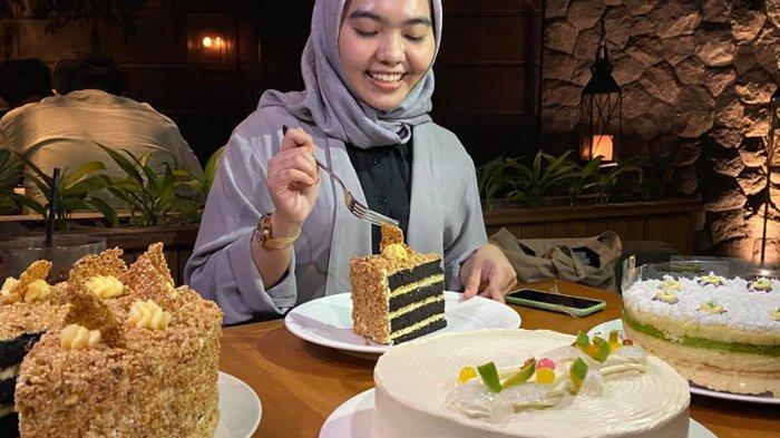 Menggodanya Kreasi Hampers Jajanan Tradisional Dalam Sajian Cake