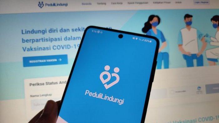 Terminal Purabaya Bungurasih Terapkan Aplikasi PeduliLindungi Pengguna HP Jadul Kesulitan