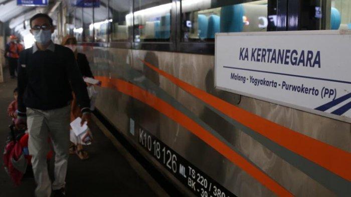 Kereta Api Kertanegara Berangkat Perdana Dari Stasiun Kota Malang