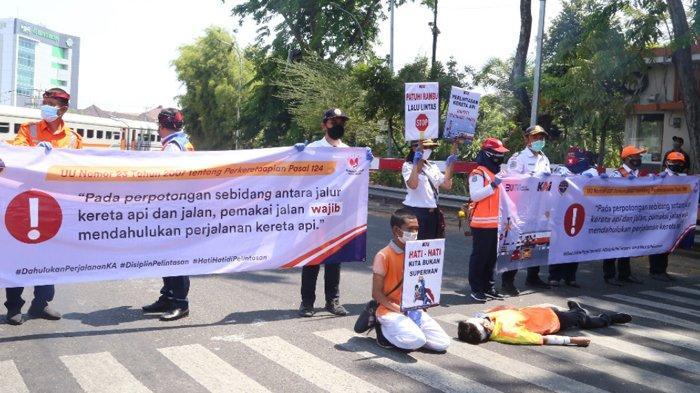 Gandeng Komunitas, PT KAI Daop 8 Surabaya Sosialisasikan Keselamatan di Lintasan Sebidang
