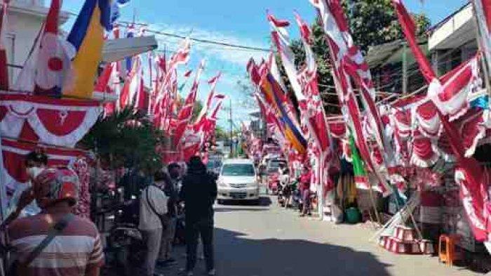 Kampung Bendera Darmokali Mulai Ramai Pembeli Berbagai Ukuran Dan Bentuk Bendera Ada Disini