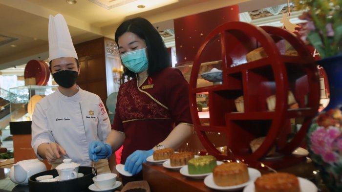 Over The Moon Ragam Kue Bulan Shangri-La Hotel Surabaya Bisa Buat Oleh Oleh Keluarga